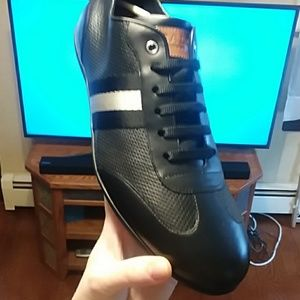 New in box mens leather sneaker